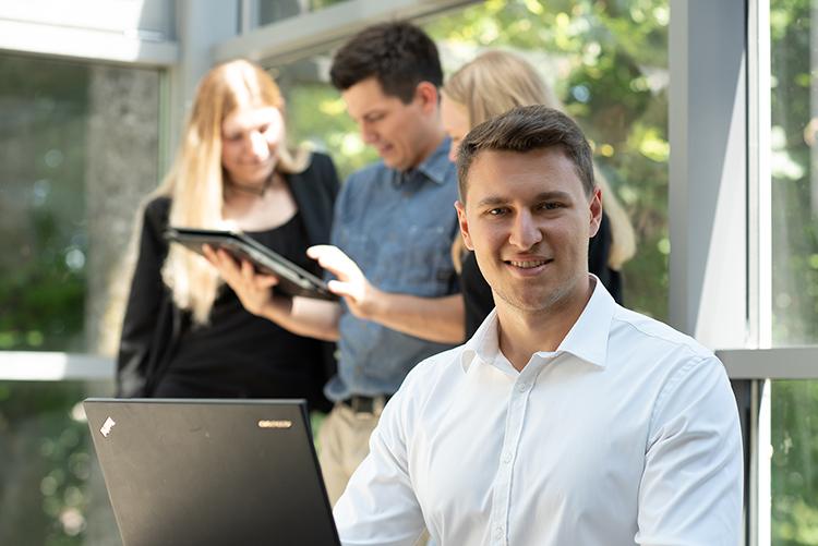 conova study.work.support Programm mit der FH Salzburg: Theorie und Praxis im Arbeitsalltag verbinden